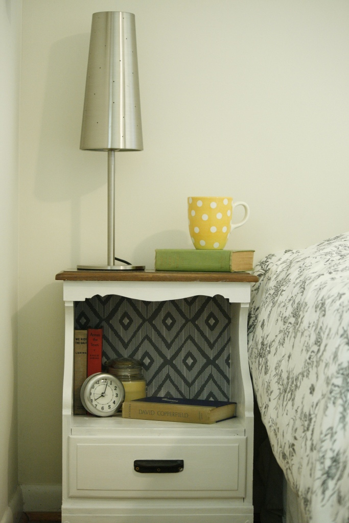 Easy Nightstand Makeover